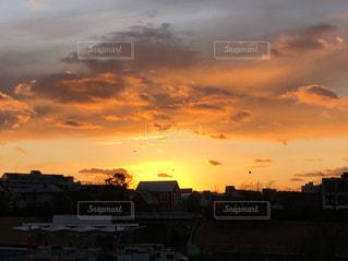 空,夕日,街並み,屋外,太陽,雲,夕焼け,夕暮れ,夕方,光,クラウド