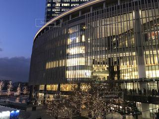 風景,空,建物,屋外,大阪,イルミネーション,都会,ライトアップ,高層ビル,ツリー,買い物,梅田,関西,ショッピング,グランフロント大阪,シャンパンゴールド