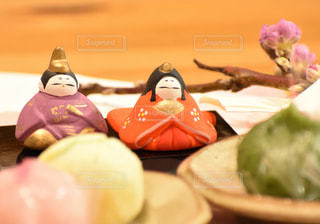 和菓子とお雛様の写真・画像素材[2994700]