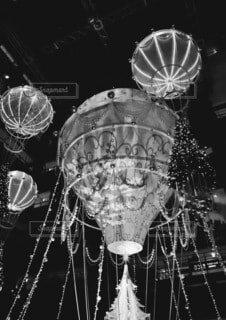 夜,屋内,きれい,イルミネーション,ライトアップ,クリスマス,照明,ステージ,球,グランフロント大阪,黒と白,シャンパンゴールド,グランフロントクリスマス,#グランフロント大阪#クリスマス#グランフロントクリスマス#イルミネーション#シャンパンゴールド#PR#snapmart