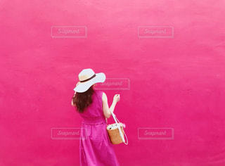 ピンクのドレスを着ている人の写真・画像素材[2982944]