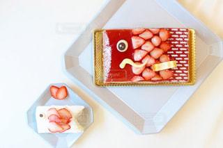 テーブルの上にケーキの写真・画像素材[3170455]