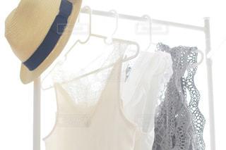 春,帽子,日常,レース,洋服,ハンガー,生活,ライフスタイル,収納,シースルー,夏服,衣替え,整理整頓,春服