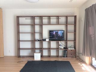部屋に薄型テレビの写真・画像素材[3306601]