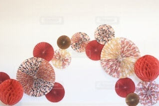 赤と白の花の写真・画像素材[3353669]