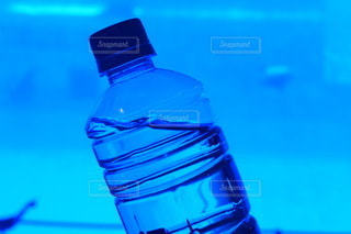 水のボトル1本の写真・画像素材[3430803]