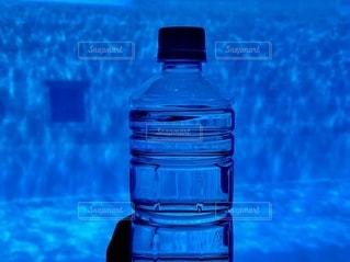 水のボトル1本の写真・画像素材[3430819]