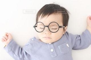 眼鏡をかけている子供の写真・画像素材[3643246]