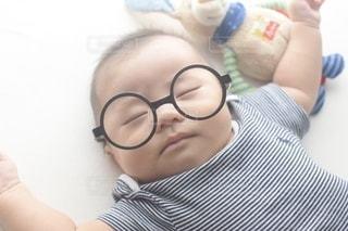 赤ん坊を抱いている女性の写真・画像素材[3643261]