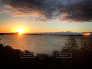 自然,風景,空,屋外,湖,太陽,朝日,雲,水面,光,日の出,くもり,浜名湖,今日も一日 頑張るぞ