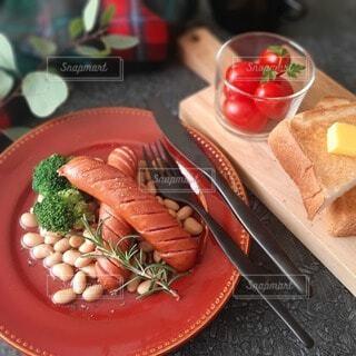 食べ物,おうちごはん,食事,朝食,テーブル,皿,ウインナー,料理,ソーセージ,ブランチ,大豆,冬の食卓,ジョンソンヴィル,冬の食事