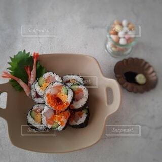 巻き寿司と節分豆の写真・画像素材[4131047]