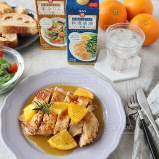 食べ物,食事,パン,果物,野菜,皿,食器,サラダ,肉,鶏肉,スナック,チキンステーキ,主食,オレンジソース,料理酒,本みりん