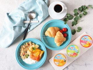 食べ物,コーヒー,朝食,デザート,フルーツ,スプーン,皿,健康的,食器,ヨーグルト,料理,おいしい,グラノーラ,ファストフード,ボウル,フルーツカップ