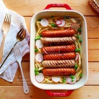 食べ物,食事,屋内,木,テーブル,野菜,ビール,おいしい,器,おつまみ,ポテト,ストウブ,ジョンソンヴィル