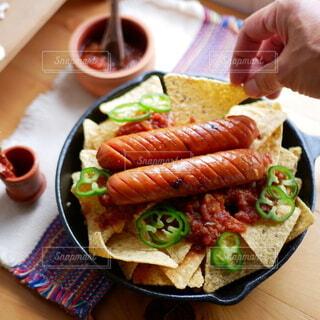 テーブル,トマト,野菜,肉,スキレット,辛い,ソーセージ,メキシカン,トルティーヤ,メキシコ料理,サルサソース,ジョンソンヴィル