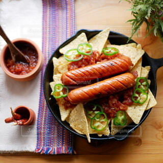 食べ物,食事,ランチ,テーブル,野菜,肉,料理,スキレット,ソーセージ,トルティーヤ,サルサソース,ジョンソンヴィル