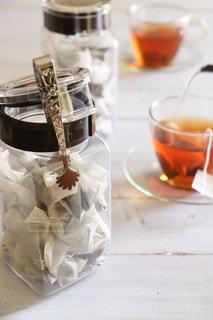 テーブルの上のコーヒー1杯の写真・画像素材[2859256]