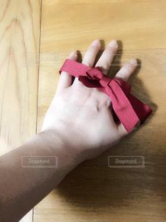 赤,手,指,リボン