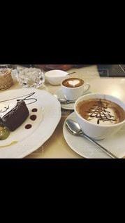 コーヒー入りの皿の写真・画像素材[2892327]