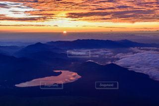 自然,風景,空,富士山,屋外,湖,太陽,雲,水面,山,夜明け,光,日の出,富士,クラウド
