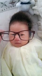 眼鏡の赤ちゃんの写真・画像素材[2781562]