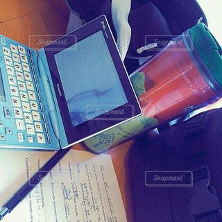 1人,学生,スターバックス,学校,書類,高校生,勉強,スタバ,紙,受験,スタディ,受験生,電子辞書,データ