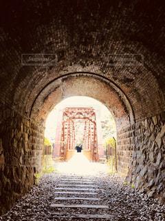 空,太陽,線路,光,レトロ,トンネル,鉄道,ハイキング,ノスタルジック,レトロ感,インスタ映え,昔の線路