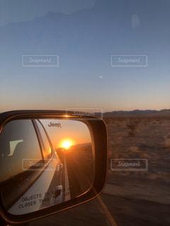 友だち,空,太陽,夕暮れ,車,アメリカ,光,サイドミラー,夕陽,sunset,ミラー,ドライブ,女子旅,1日の終わり