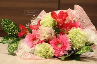 花束のプレゼントの写真・画像素材[2962964]