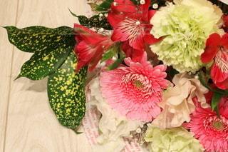 花束のプレゼントの写真・画像素材[2962961]