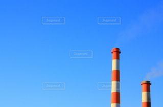 煙突と青空の写真・画像素材[3240554]