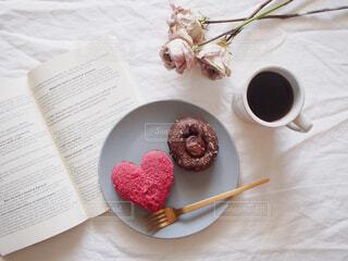 食べ物,カフェ,ケーキ,コーヒー,屋内,デザート,リラックス,チョコレート,おいしい,おうちカフェ,ドーナツ,ドリンク,おうち,菓子,ドーナッツ,ライフスタイル,レシピ,スナック,テキスト,おうち時間
