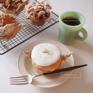 食べ物,カフェ,ケーキ,コーヒー,デザート,テーブル,皿,リラックス,食器,チョコレート,カップ,おいしい,おうちカフェ,ドリンク,マフィン,ファイヤーキング,おうち,菓子,ライフスタイル,コーヒー カップ,おうち時間