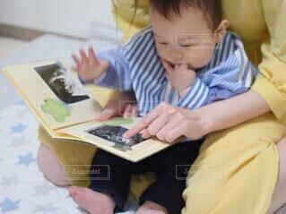 エコー写真を息子と一緒にの写真・画像素材[4327530]