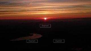 自然,風景,空,太陽,朝日,雲,川,景色,オレンジ,光,日の出,コントラスト,輝き,境界
