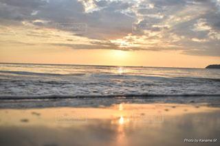 海,空,太陽,ビーチ,砂浜,夕暮れ,波,水面,海岸,光,シースケープ