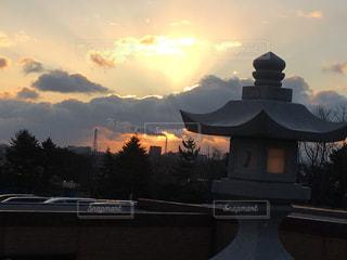 空,屋外,太陽,神社,雲,光,樹木,日の出,明るい,初日の出