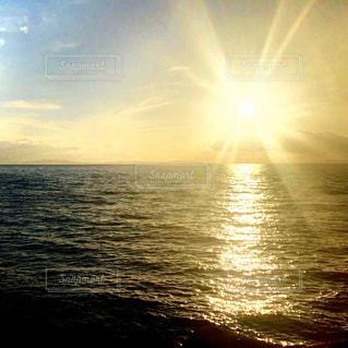 海,空,屋外,太陽,ビーチ,夕暮れ,水面,光,クラウド
