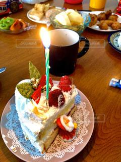 卓上にメインのケーキの写真・画像素材[2849871]