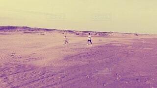 子供とかけっこ勝負^_^砂浜で楽しめた!の写真・画像素材[4796121]
