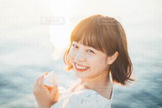 貝殻と笑顔の写真・画像素材[3689847]
