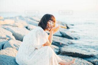 貝殻と笑顔の写真・画像素材[3689850]