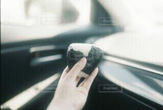 車でおにぎりの写真・画像素材[4709312]