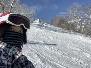 女性,1人,アウトドア,空,冬,スポーツ,雪,屋外,山,人物,人,スキー,ゴーグル,ゲレンデ,レジャー,ヘルメット,斜面
