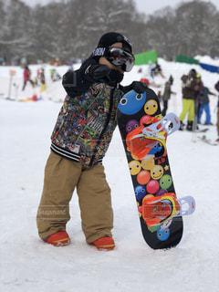 子ども,アウトドア,スポーツ,雪,屋外,人物,人,ゲレンデ,レジャー,スノーボード