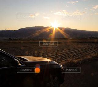 空,屋外,太陽,山,光,車両,クラウド