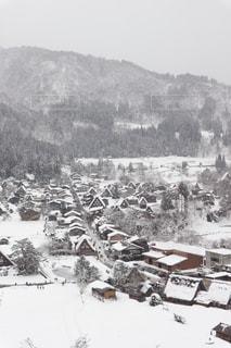 展望台から見た雪景色の白川郷合掌村の写真・画像素材[2852825]