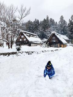 雪遊びする男の子の写真・画像素材[2853577]