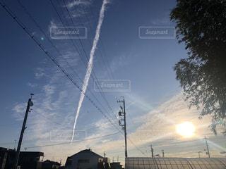 空,屋外,太陽,光,電線,朝,飛行機雲